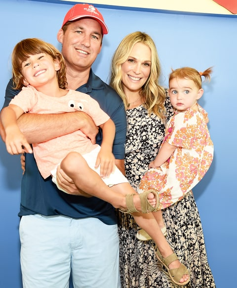 pregnant molly sims i vomited on the highway   us weekly