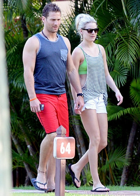 juan pablo and nikki walking