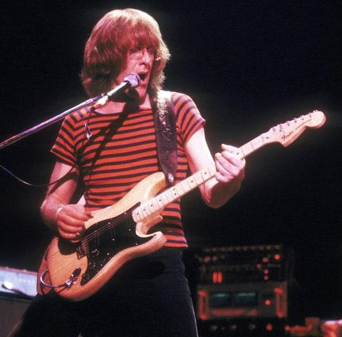 paul kantner dead jefferson airplane guitarist dies at 74   us weekly