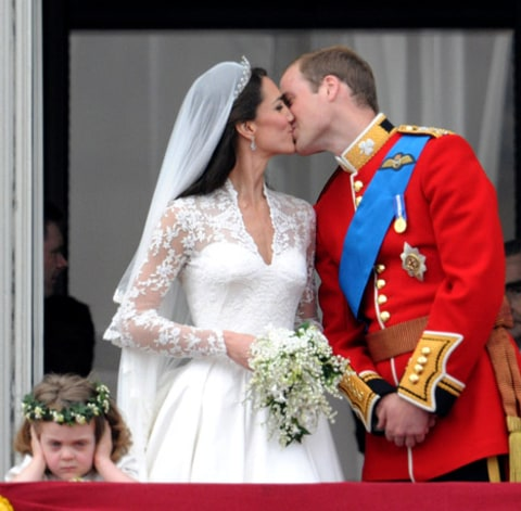 Wills and Kate balcony kiss