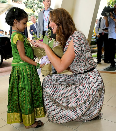kate middleton with little girl