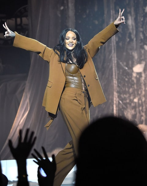 Rihanna to accept Michael Jackson Video Vanguard Award at MTV VMAs