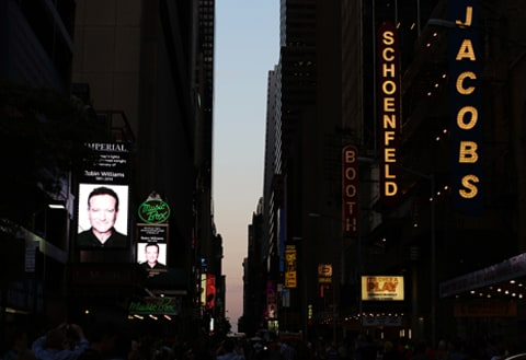 broadway dims lights for robin williams