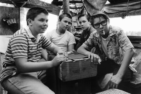 Jerry O'Connell, River Phoenix, Wil Wheaton and Corey Feldman in Stand By Me