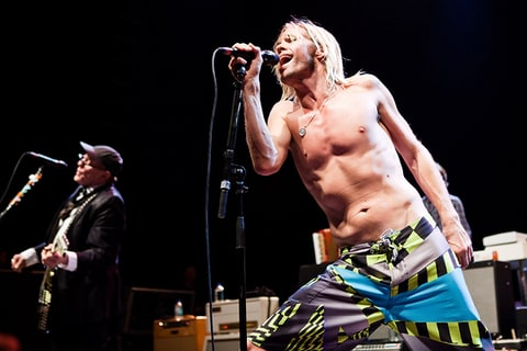 Taylor Hawkins performs with Rick Nielsen and the Sound City Players