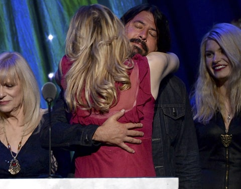 Dave Grohl Courtney Love hug