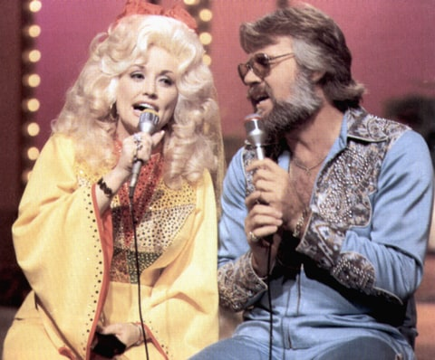 Dolly Parton duets with Kenny Rogers