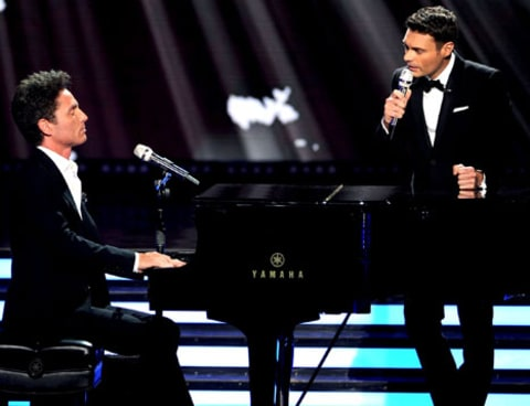 Ryan Seacrest sings with RIchard Marx on American Idol