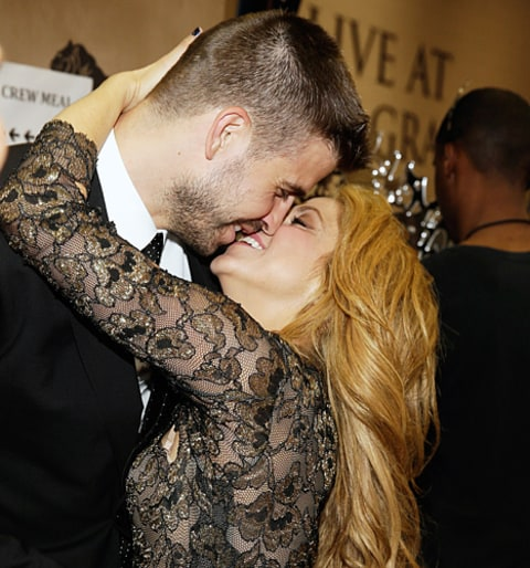 shakira and gerard kissing