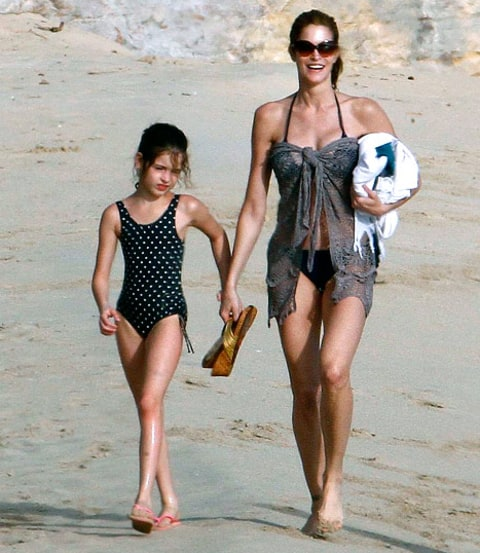 Stephanie Seymour beach bod with daughter