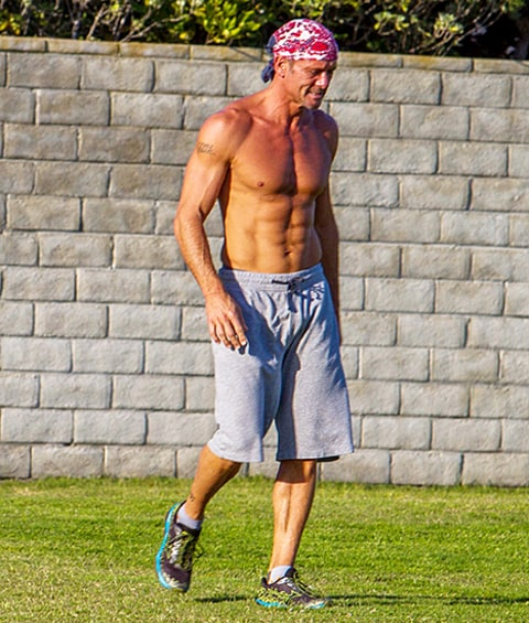 Tim mcgraw looks insanely ripped working out with pals wild pics us