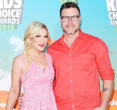 Tori Spelling and Dean McDermott arrive at Nickelodeon's 2016 Kids' Choice Awards at The Forum on March 12, 2016 in Inglewood, California.