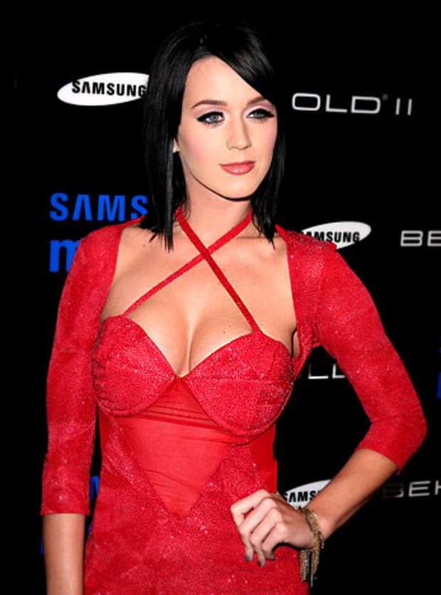 November 18 2009 Katy Perry S Smooshed Boobs Us Weekly