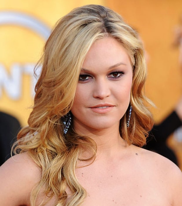 Julia Stiles' Plum Smoky Eyes