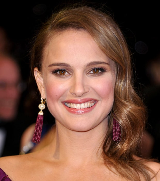Natalie Portman's Sideswept Hair and Purple Lids