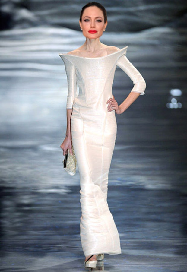 Giorgio armani prive angelina jolie 20 wedding gowns we for Giorgio armani wedding dress