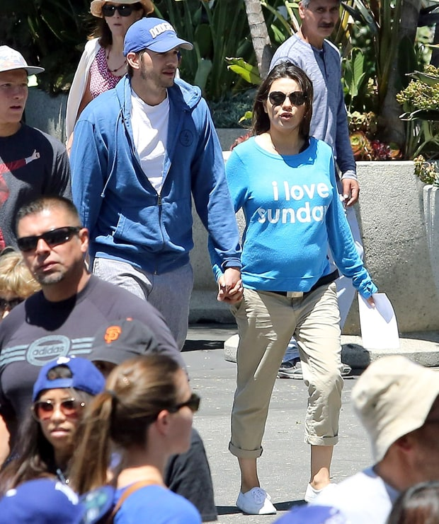 Ballpark Attire Mila Kunis Pregnancy Style Us Weekly