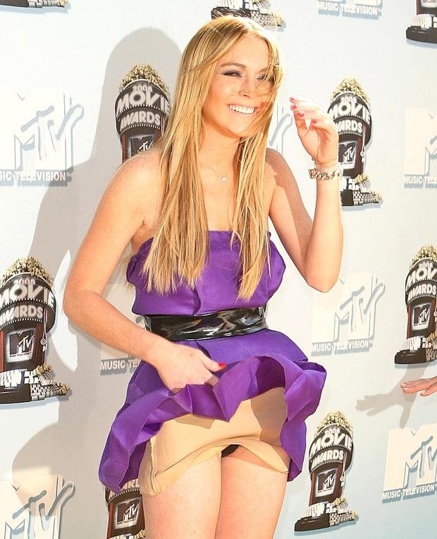 People's Choice Awards - Dakota Johnson suffers major wardrobe ...