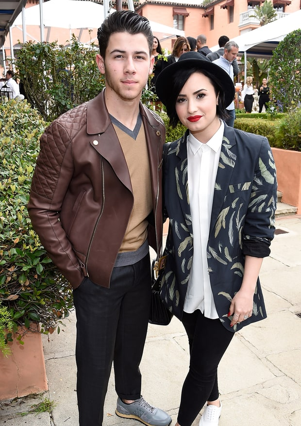 nick jonas and demi lovato started dating last night