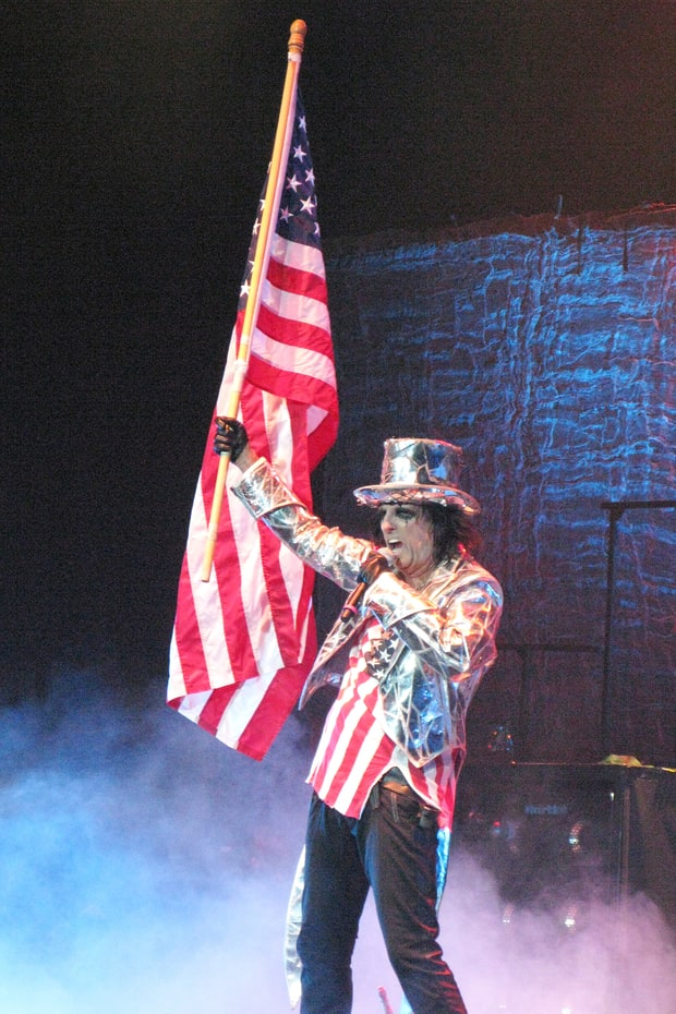 Alice Cooper on Zombie Hillary and Trump, Demented Election, Golf news