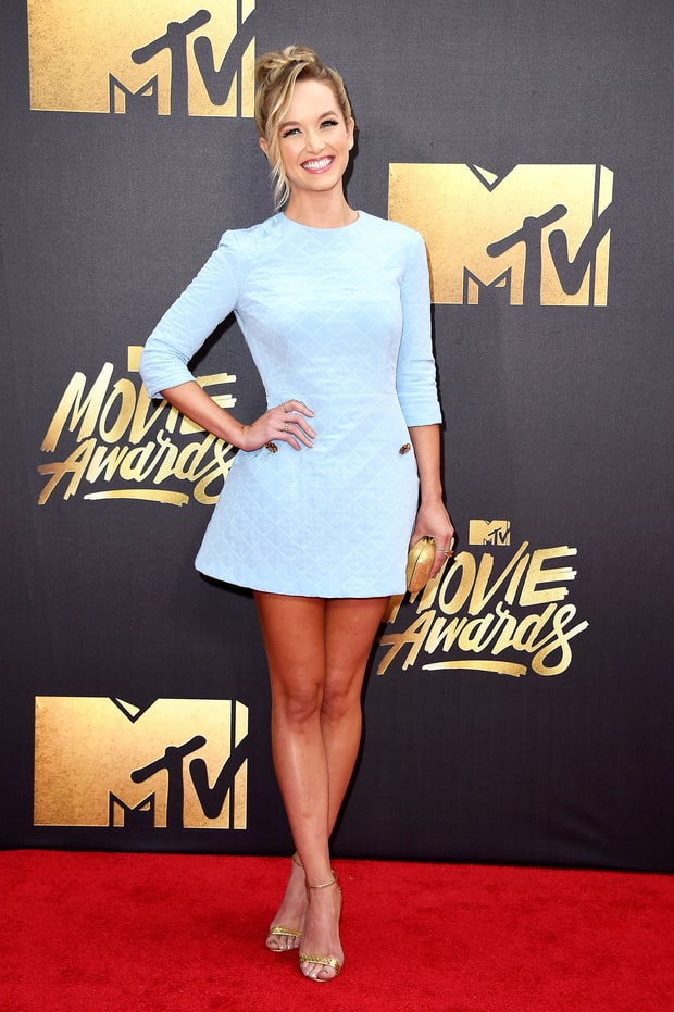 Kelley jakle mtv movie awards 2016 red carpet fashion what the