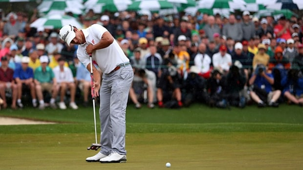 Green: Let your putter swing like a pendulum.