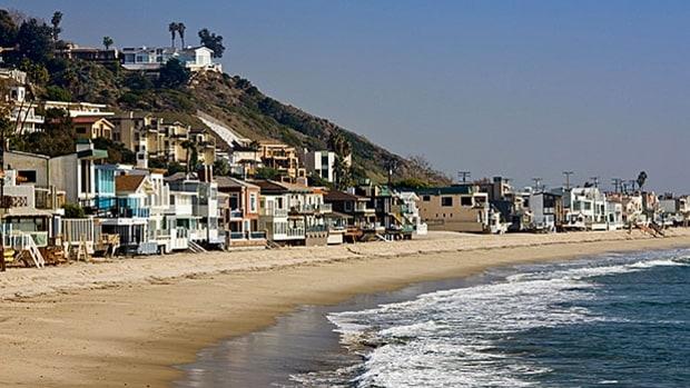 Beautiful ocean front beach house malibu california for Buy house in malibu