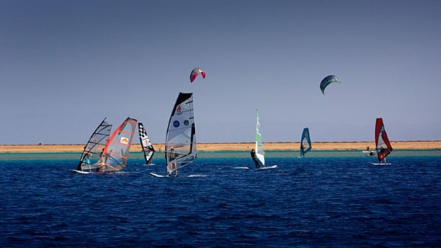 Windsurf Egypt's cross winds.