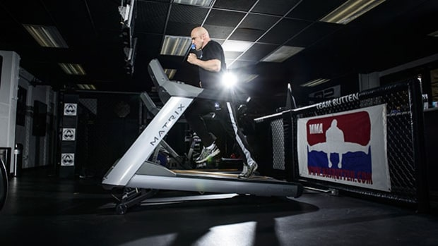 Inclined treadmill sprints