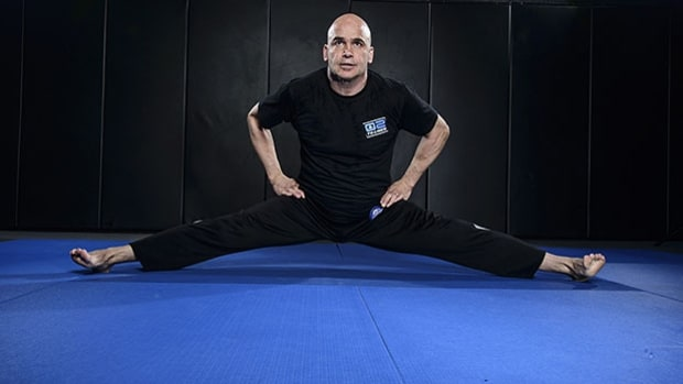 Upright leg splits