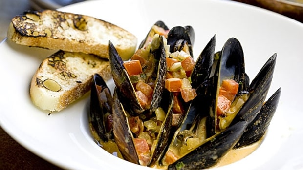 Mussels in Savory Broth