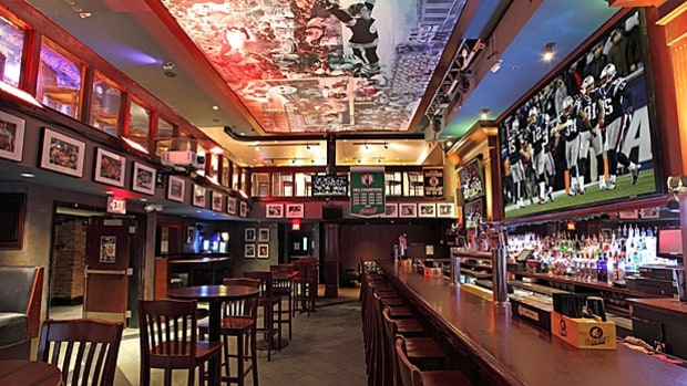 The Greatest Bar, Boston