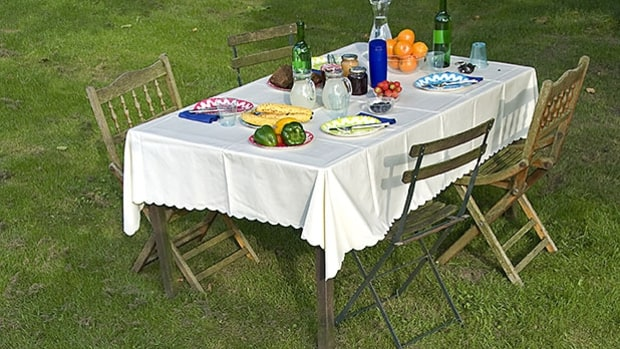 8 Tips For Throwing an Outdoor Party This Summer