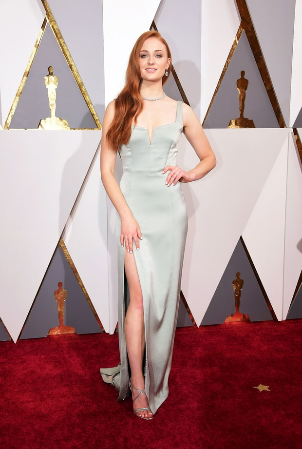 42993 moreover 319544536030303814 also Debra Winger as well Sandra Bullock 49 Puts Toned Legs Display Summer Dress Amid Rumours Blossoming Romance Chris Evans 32 as well Sophie Turner W165582. on oscar e brown now