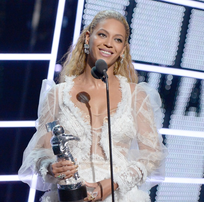 Best: Beyoncé Wins Video of the Year mtv vma 2016 MTV VMA 2016: 20 Best and Worst Moments beyonce awards a8bf5855 412f 423b bd42 dce4c9c7dd6e