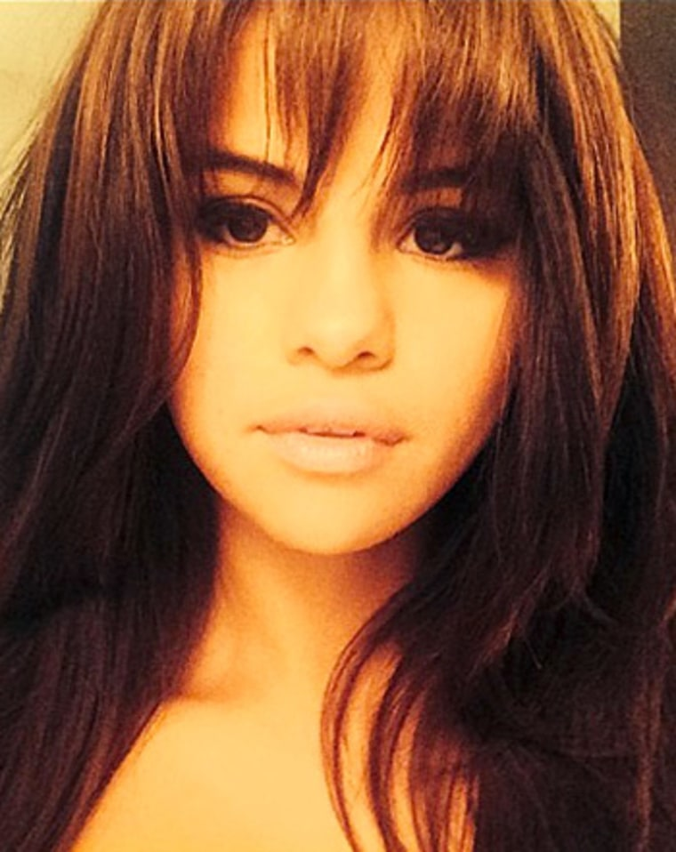 Selena Gomez Debuts Bangs See Pictures Of Her New