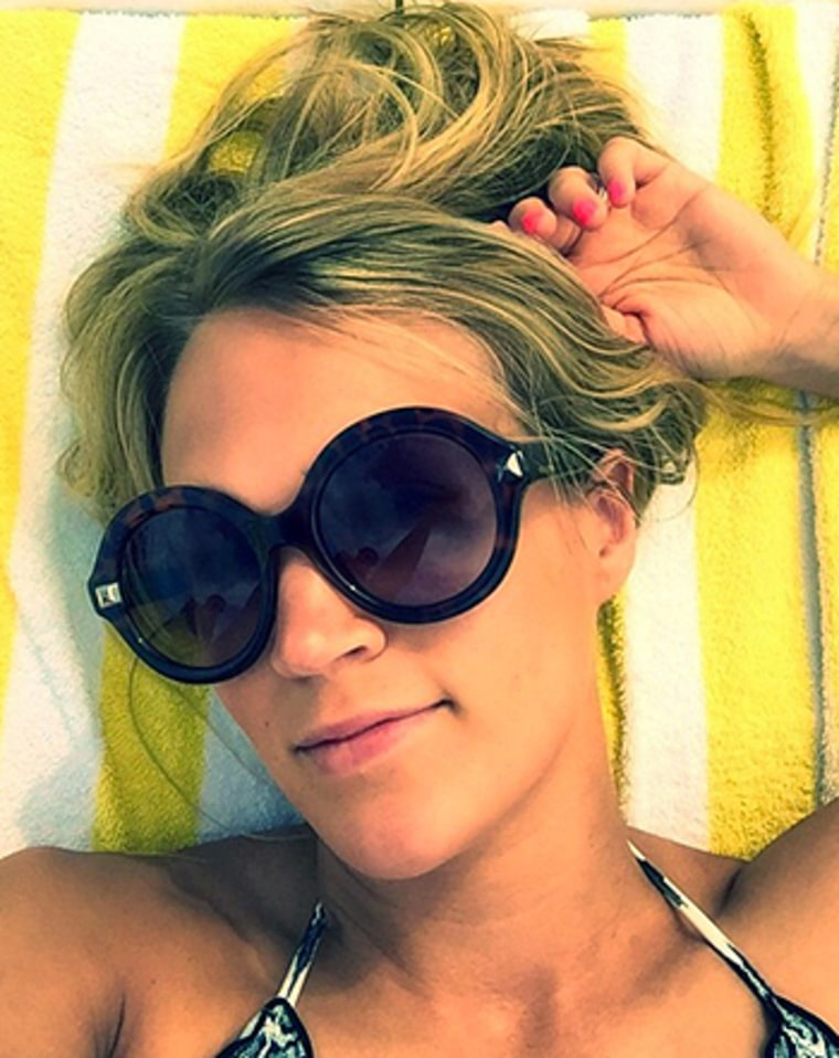 Carrie Underwood Teases Quot Lame Quot Bikini Selfie From Vacation
