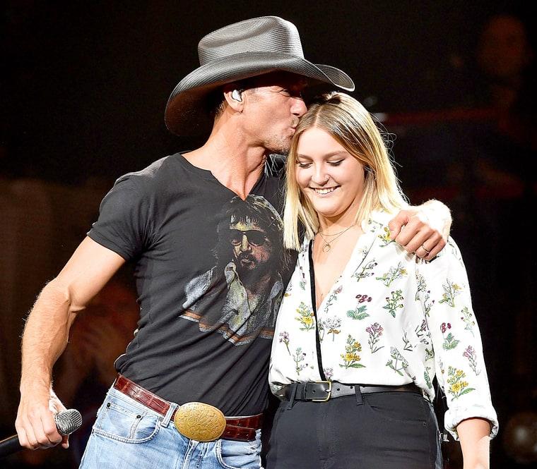 Tim McGraw, Daughter Gracie Duet in Nashville: Video - Us ...