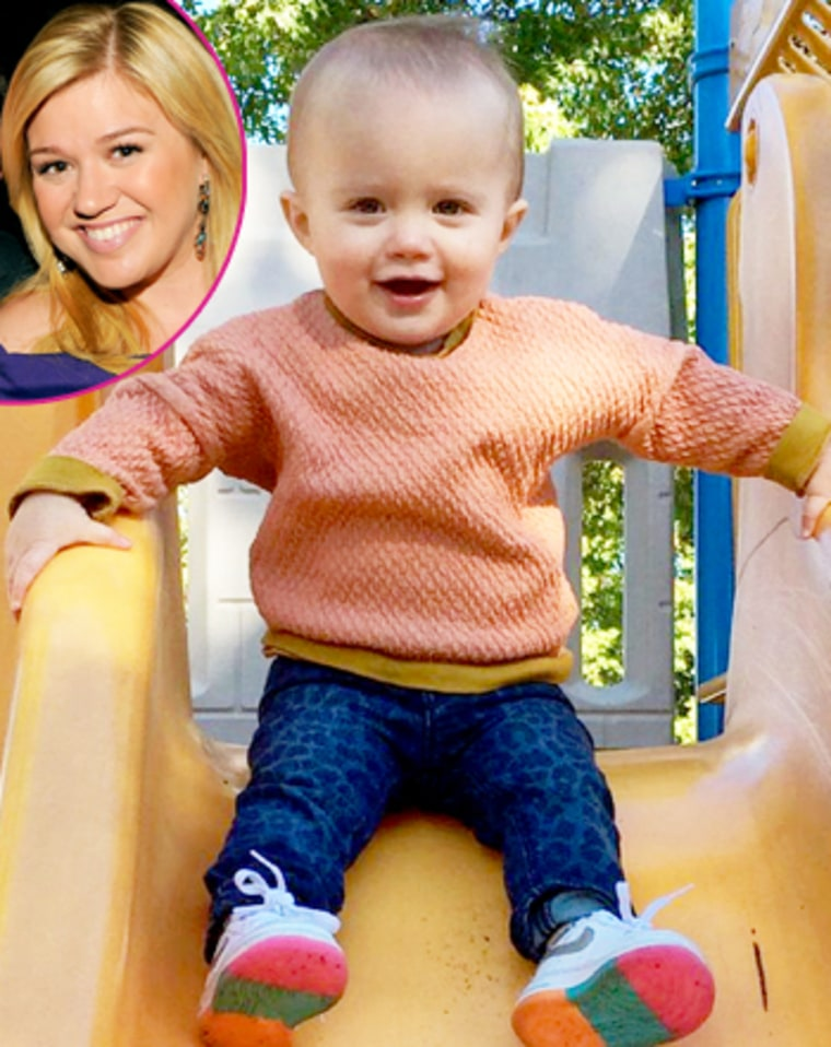 kelly clarkson reveals second baby gender with daughter