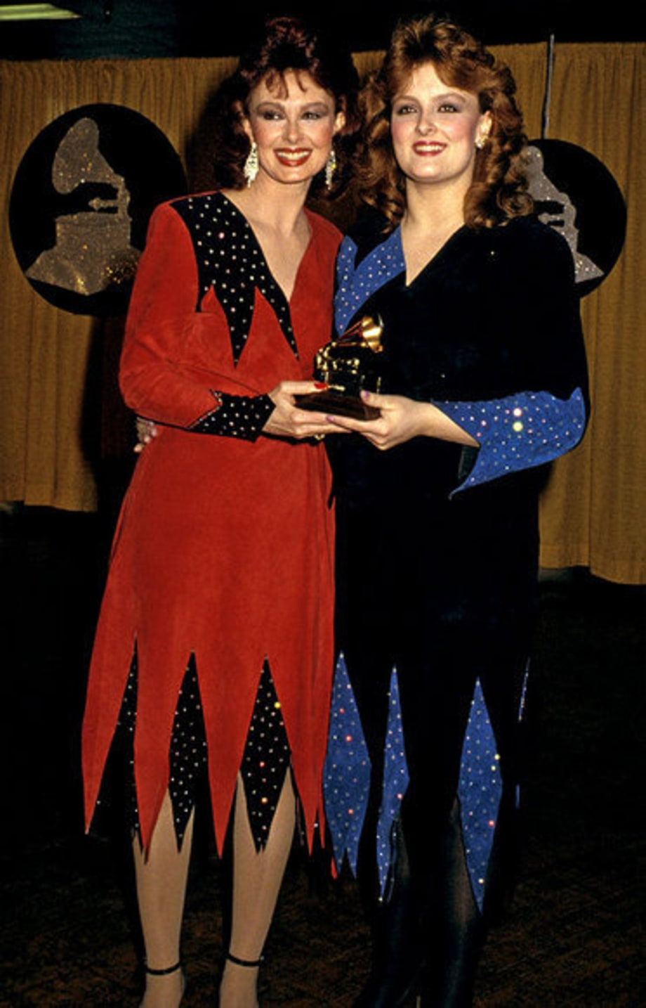 1985 The Wildest Looks From The Grammys Red Carpet