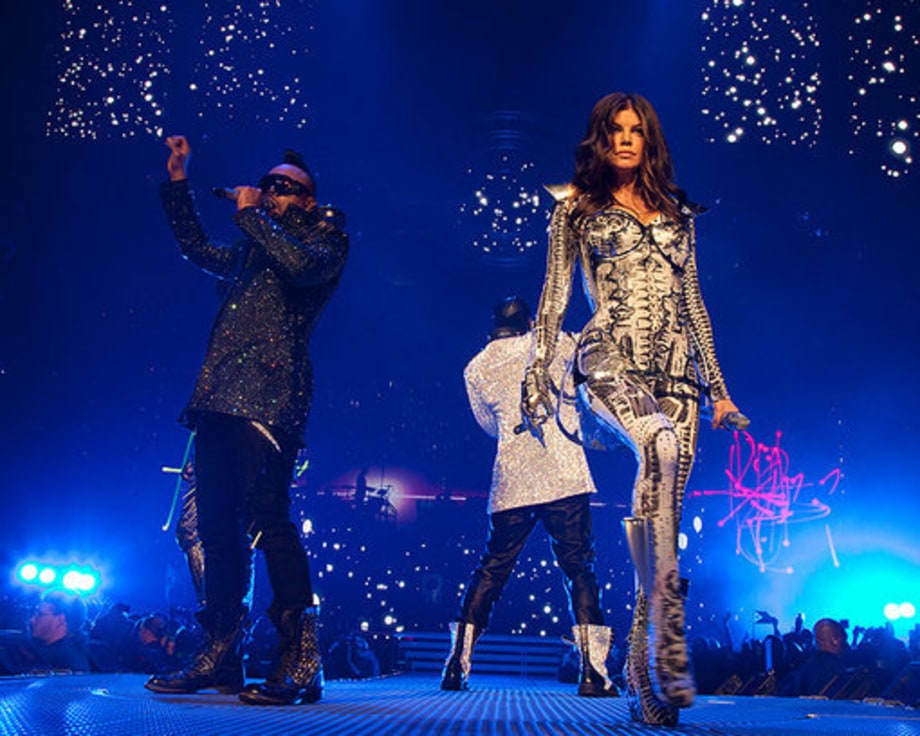 Black Eyed Peas E.N.D. tour: 7 group
