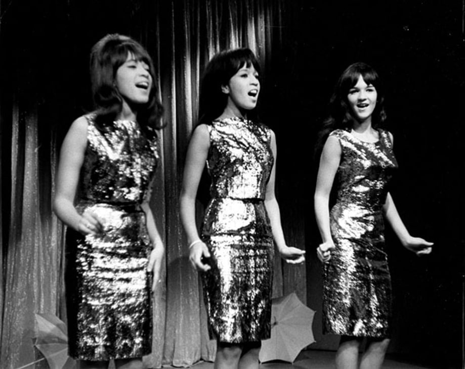 The Ronettes, 'Frosty the Snowman' | The Greatest Rock & Roll ...
