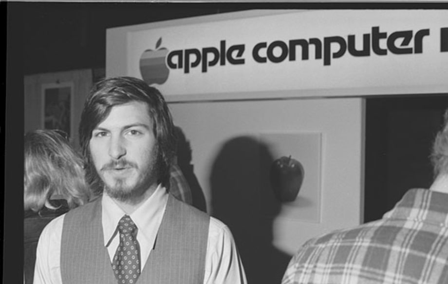 1977: Apple II Raises the Bar