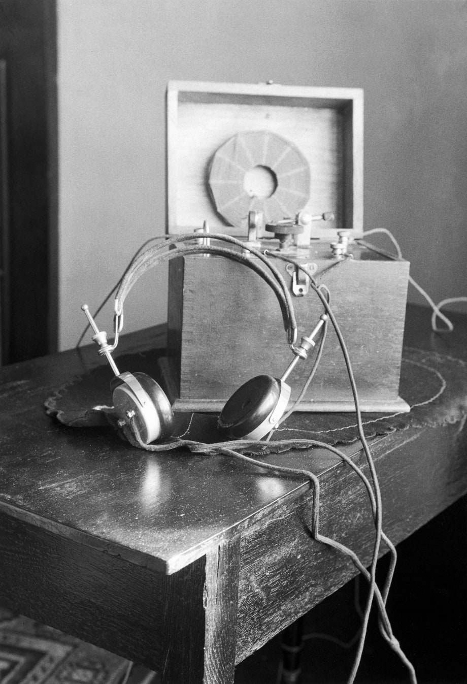 Headphones  1910