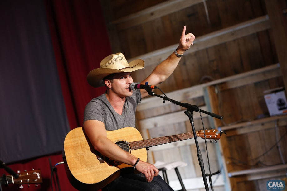 Best Sing-Along Leader: Dustin Lynch