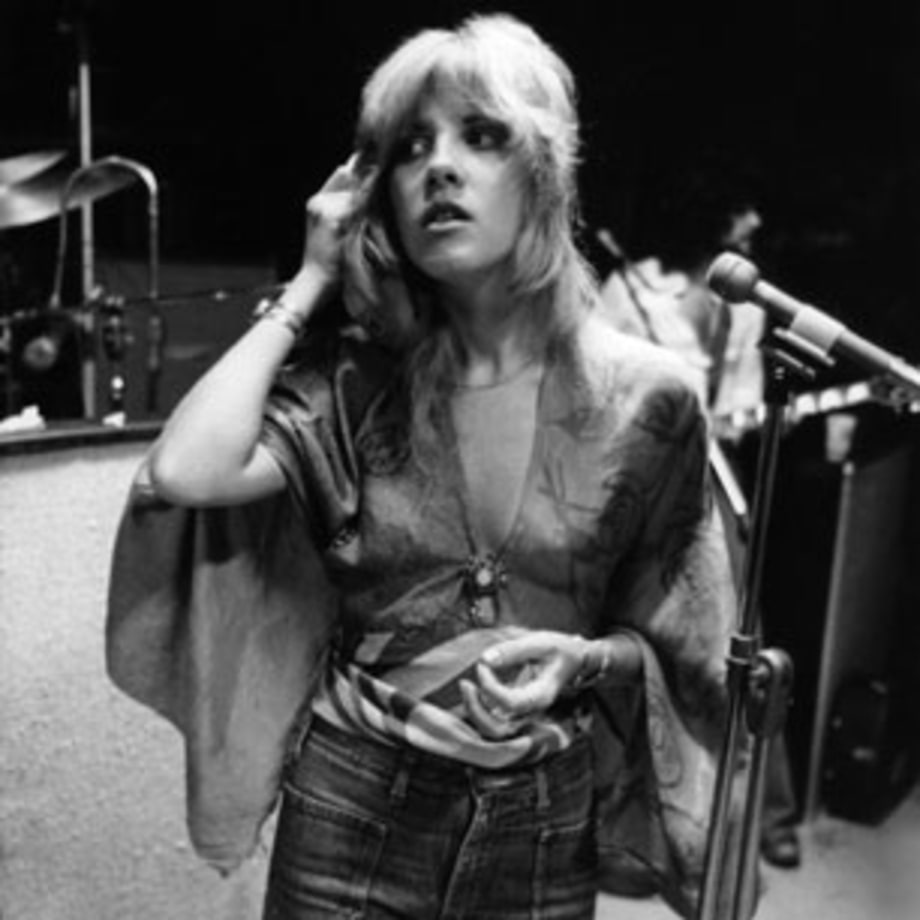 1975 Stevie Nicks joins Fleetwood Mac
