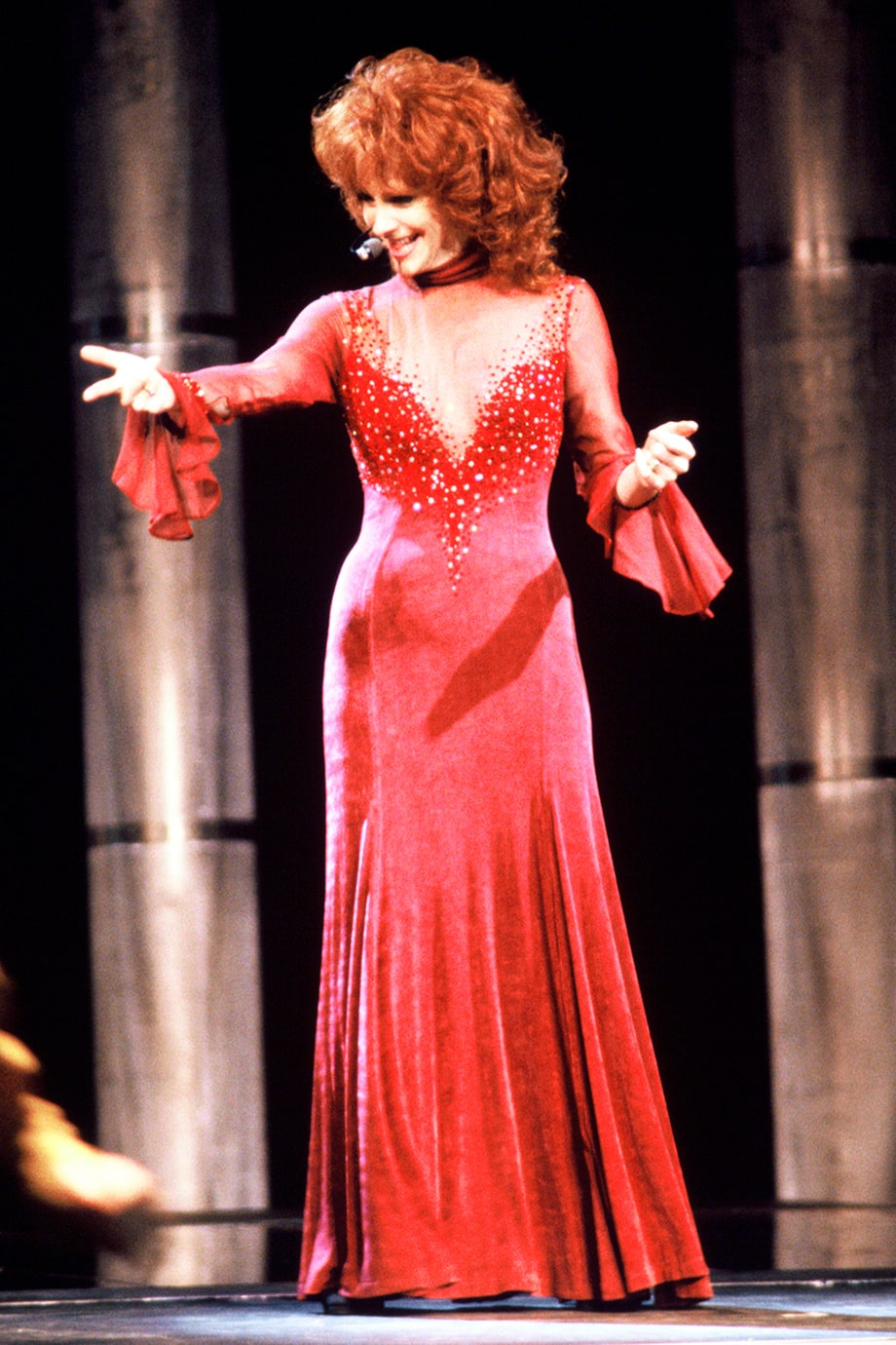 Reba mcentire 1993 cma awards 50 great photos from 50 for How many country music awards are there
