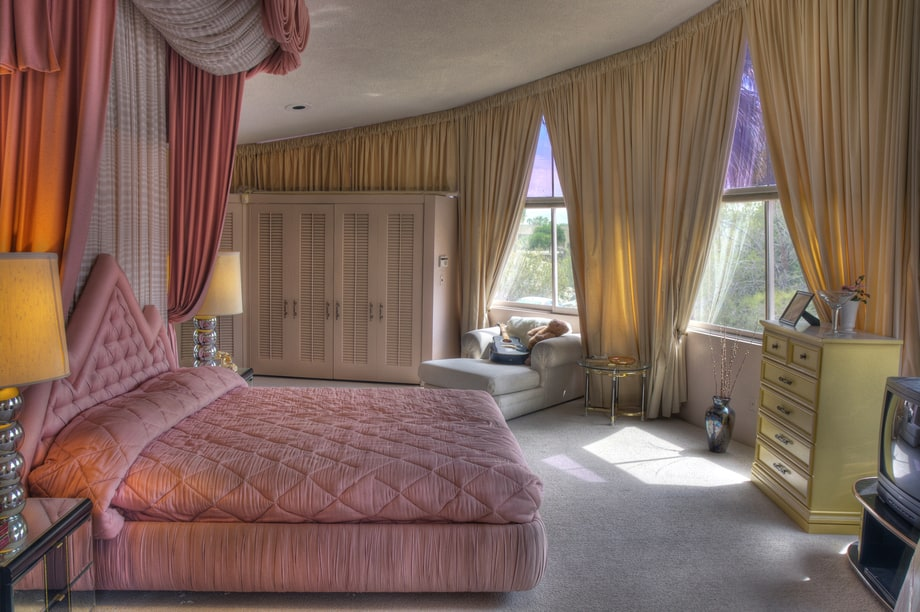 The Master Bedroom Of Elvis And Priscilla Presley S