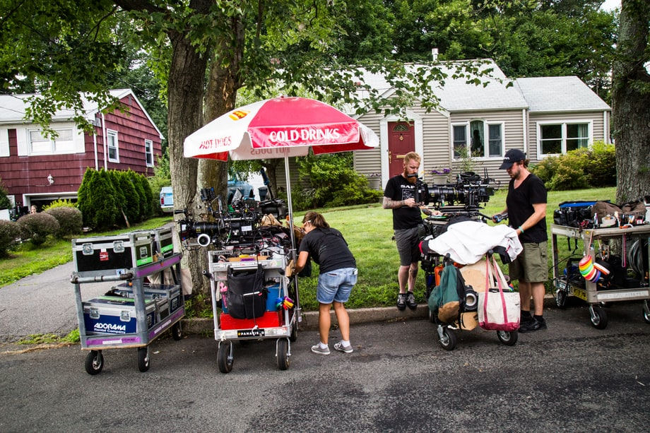 'Red Oaks' crew sets up a scene