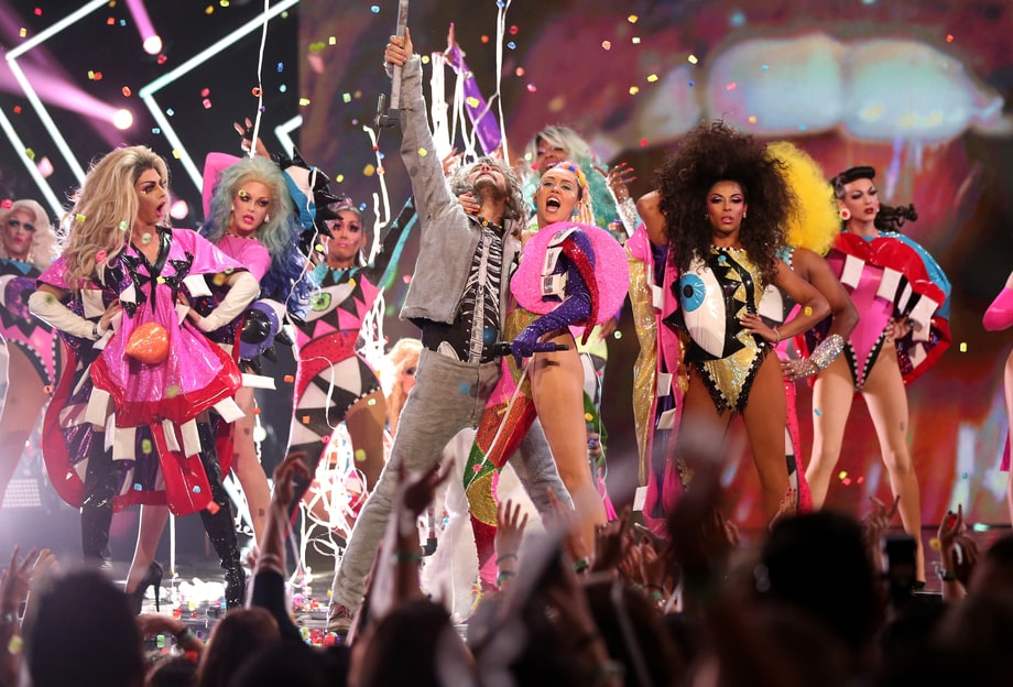 Miley Cyrus + the Flaming Lips Plan to Play a Concert